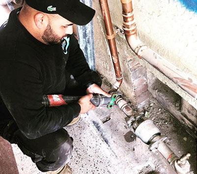 mr splash plumbing at work